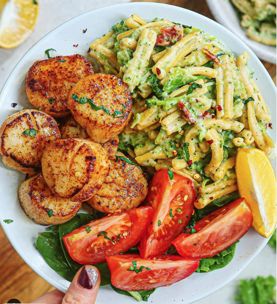 Paprika Garlic Scallops + 6-Ingredients Tuscan Broccoli Pasta