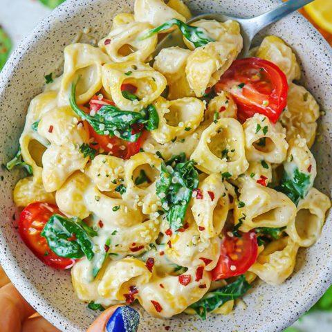 Vegan Creamy Garlic Spinach Pasta