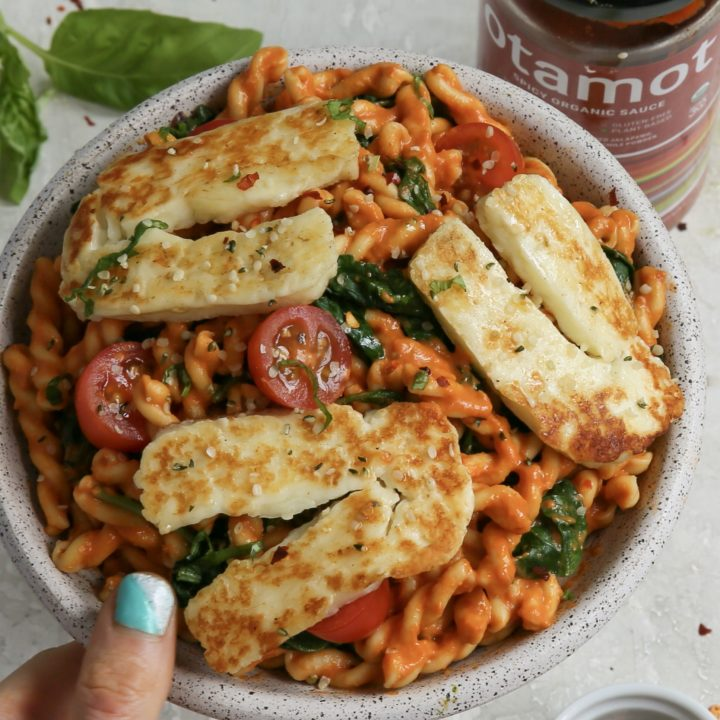 5-Minute Creamy Tomato-Balsamic Pasta with Halloumi and Spinach